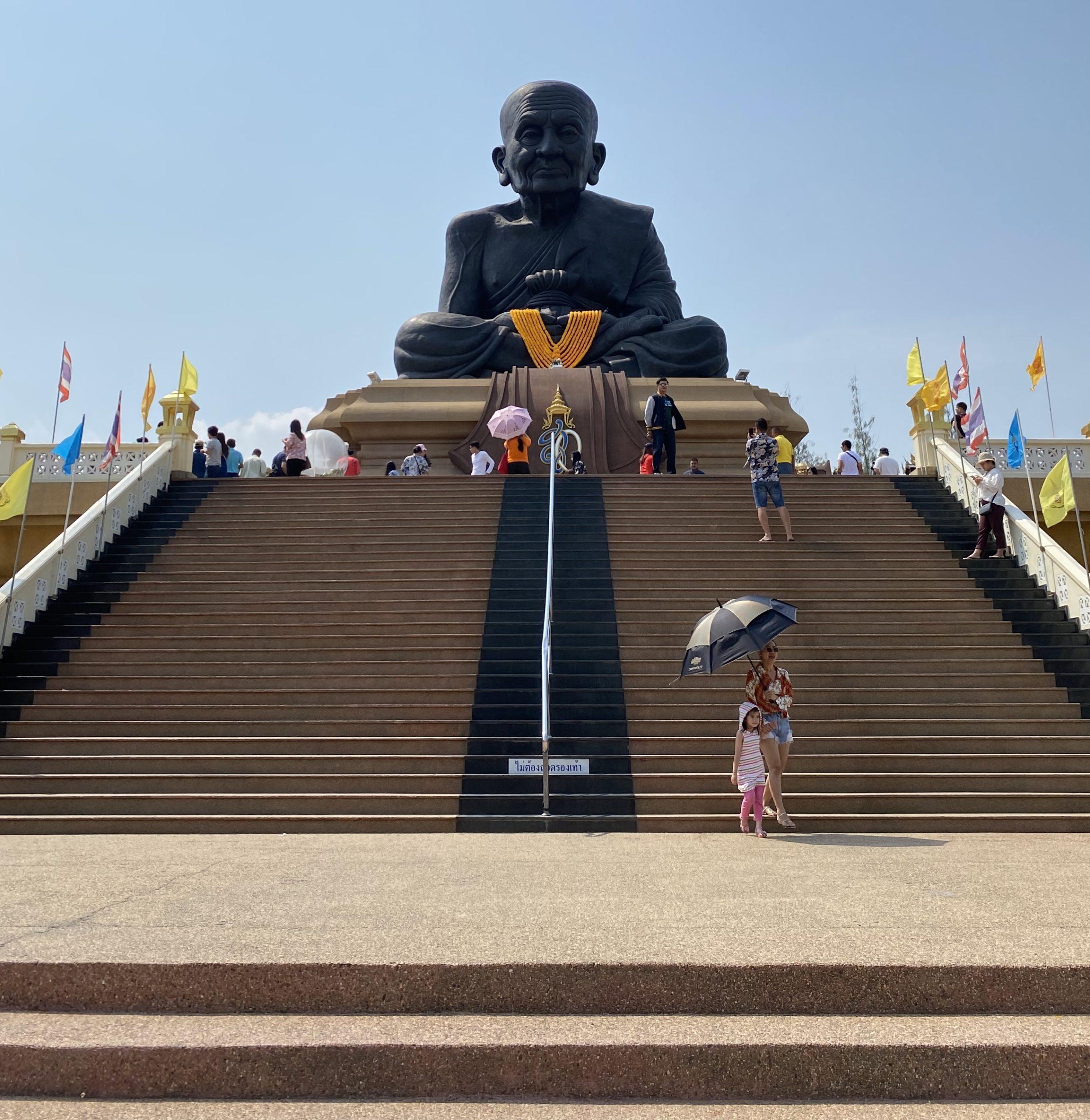【これで安心】タイ寺院でのお参りの方法&作法解説【ホアヒン ワット・フアイモンコン編】